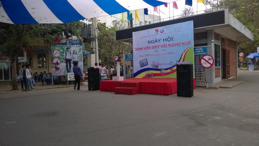 Sân khấu của ngày hội