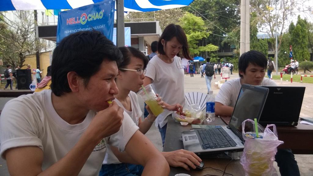 giờ nghỉ trưa của các bạn HelloChao