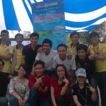 Chụp ảnh cùng các đại diện của các nhóm học tiếng Anh của trường SPKT